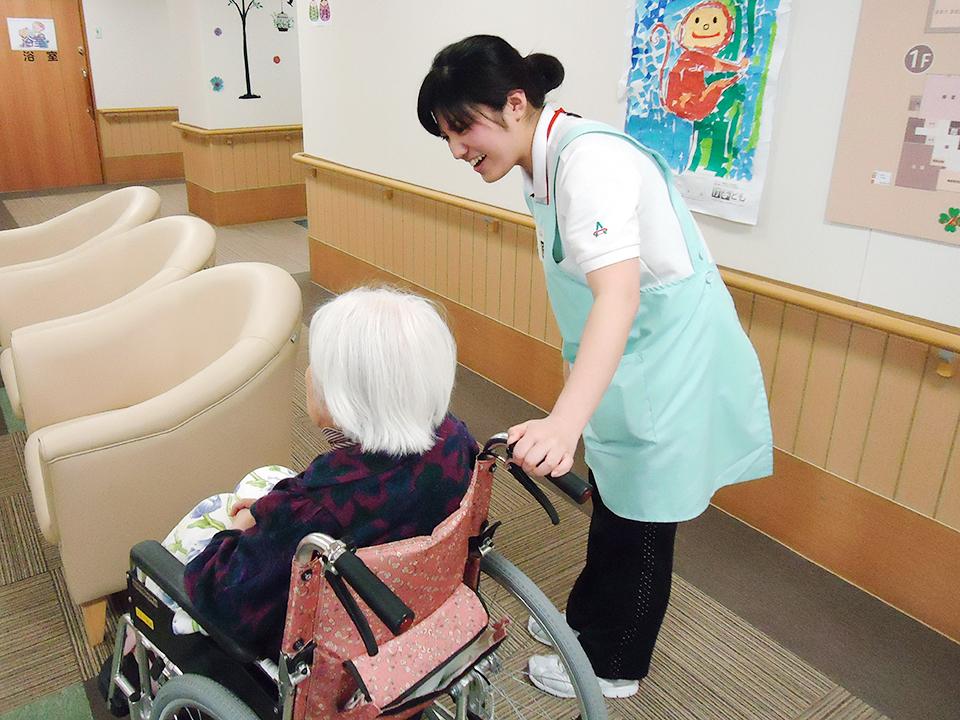 必要に応じてケアマネジャー、主治医、看護師さんとも連携。チームで介護にあたります。